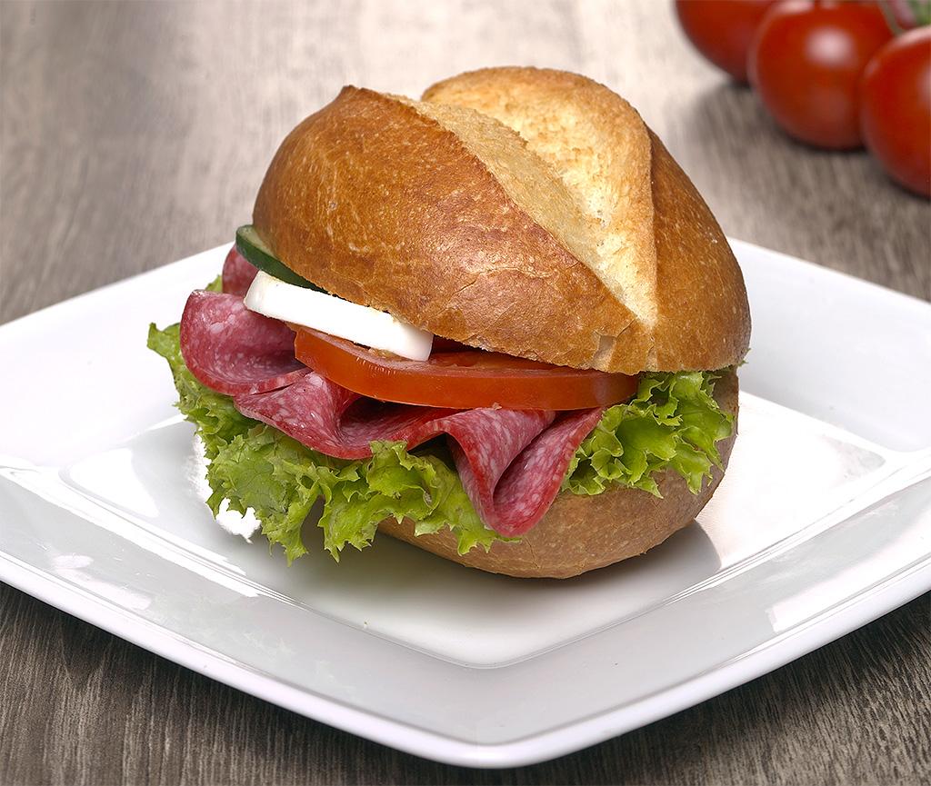 Broetchen-mit-Salami