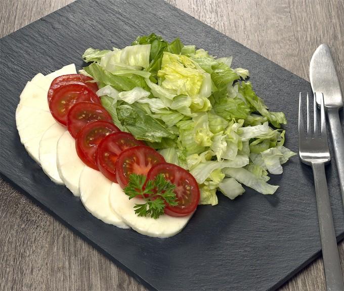 Tomate-Mozarella-Salat